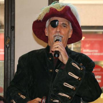 Kiko Veneno presentó el Carnaval más pirata