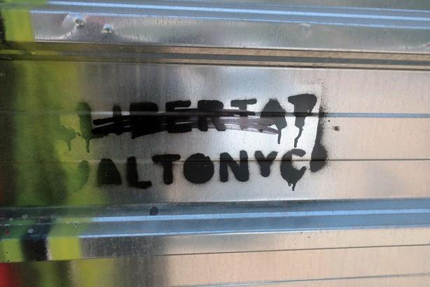 Pintada en favor de la liberación de Valtonyc en defensa de la libertad de expresión