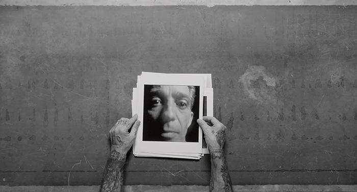 «En Alberto García-Alix, fotografía y vida se condicionan»