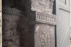 Espagne, Près Ovedio, San Miguel de Lillo, les sculptures de la porte montant droit de la porte.