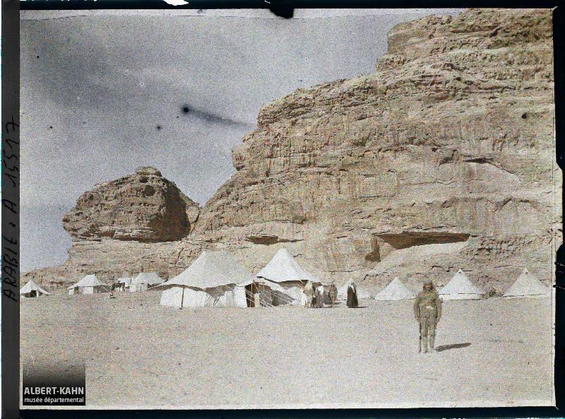 Arabie, Gouaira, Q.G. de l'émir Faïçal, rochers gréseux