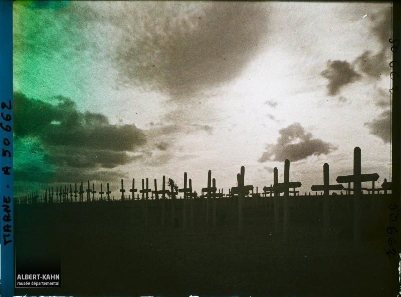 France, Souain, Cimetière Français Contre jour sur les Tombes