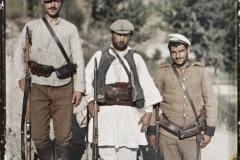 Melnik, Soldats bulgares & Comitadjis ayant escorté Mr Passet à son retour de Melnik