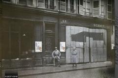 Lorraine France, Metz, Le magasin Schmit de la rue Serpenoise, dont la boutique a été défoncée le 8 Déce au soir (ce Schmit avait, durant l'occupation, souffletté 2 jeunes filles parce qu'elles parlaient Français devant son magasin