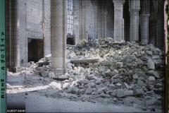 La cathédrale de Soissons, débris de la voûte , Soissons, Aisne, France, 30 mai 1917, (Autochrome, 9 x 12 cm), Fernand Cuville, Département des Hauts-de-Seine, musée Albert-Kahn, Archives de la Planète, A 70 231 S