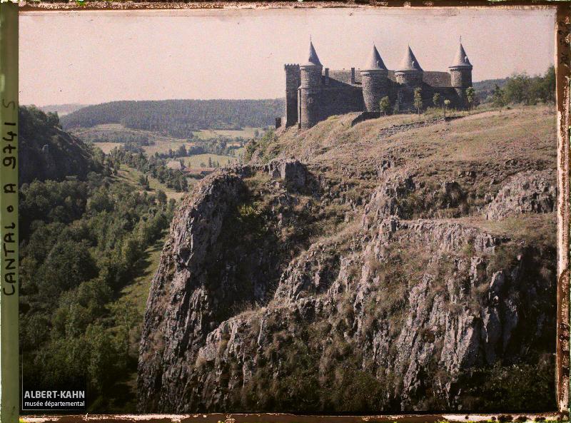 France, Près de St Flour, Paysage divers du Sailhans ; Château