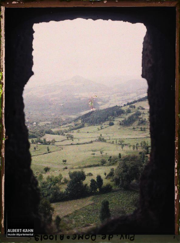 France, Les Grottes de Jonas : Vue sur la Vallée