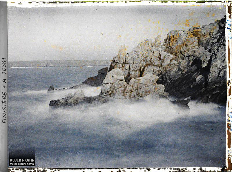 France, Pointe du Raz, L'Enfer de Plogoff et le même Couché, au fond la Baie des Trépassés