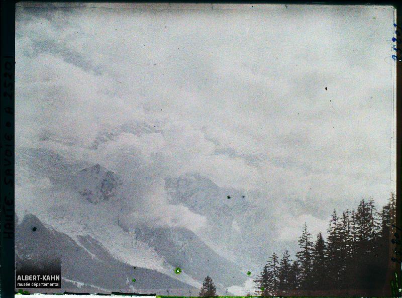 France Les Alpes, Chamonix, Effet de nuage de Montagne vers le Dôme du Goûter