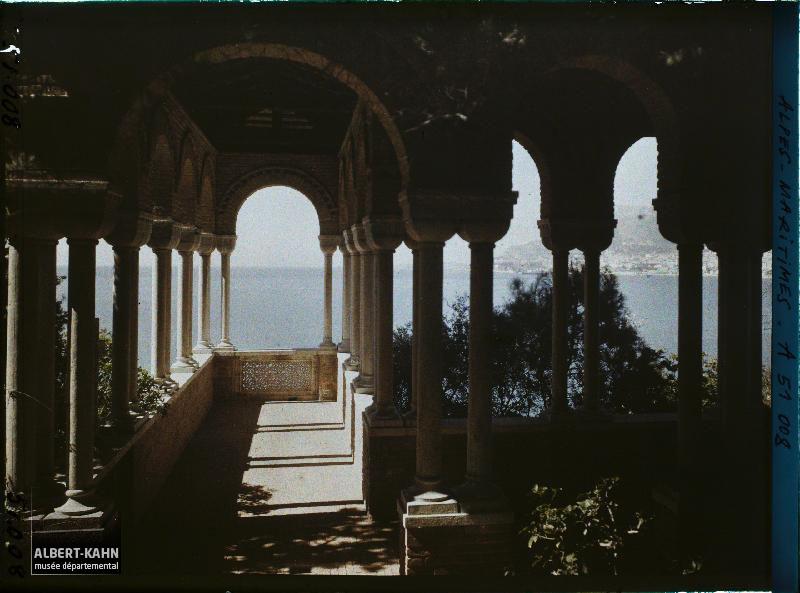 France, Cap. Martin, Propriété de Mme Douine - Colonnade du Monastère