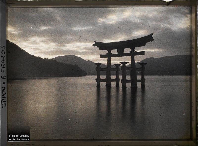 Japon, Mer intérieure, Itsukushima, Miyagima, Le tori - le soir