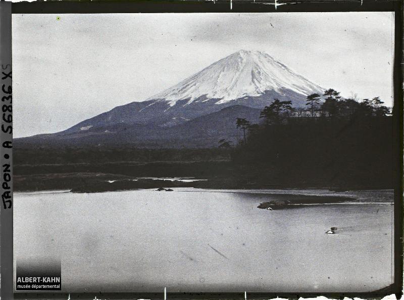 Japon, Yoshida, Le mont Fuji vu des lacs
