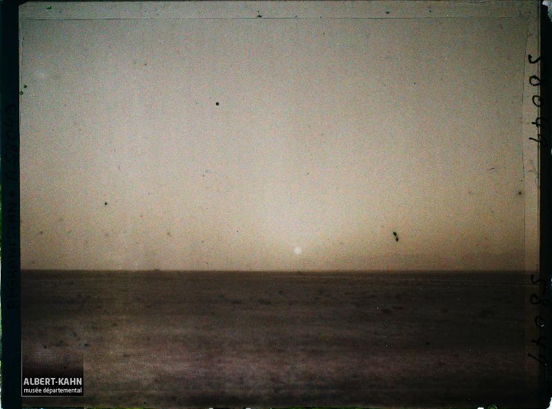Afghanistan, Momand, Coucher de Soleil dans le désert, dans la poussière