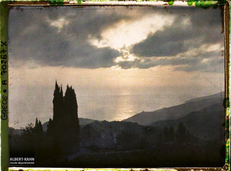 Karyès, Grèce, septembre 1918, (Autochrome, ), Fernand Cuville, Département des Hauts-de-Seine, musée Albert-Kahn, Archives de la Planète, A 70 267
