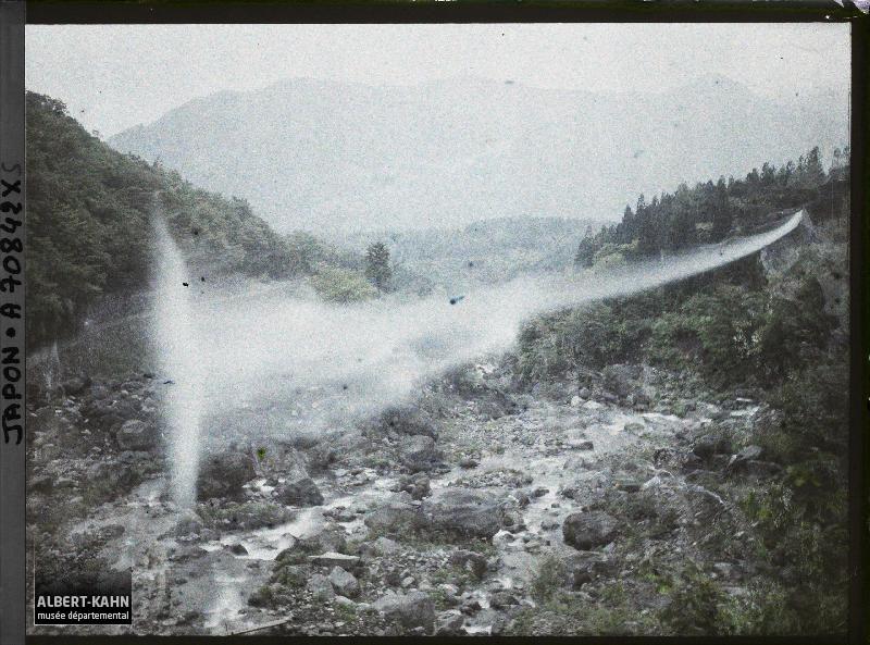 Vallée de la Daiyagawa ?, Japon, 1926-1927, (Autochrome, 9 x 12 cm), Roger Dumas, Département des Hauts-de-Seine, musée Albert-Kahn, Archives de la Planète, A 70 842 XS