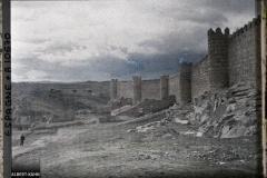 Espagne, Avila, Les murailles vues de plus loin vers le Sud avec la vallée du Rio Adaja