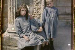 France, Brantôme, La soeur et ses 2 frères enfants de Brantôme