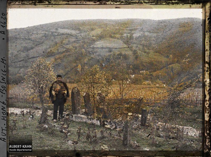 Bosnie, Banjaluka, Le cimetière Turc et l'homme aux poules