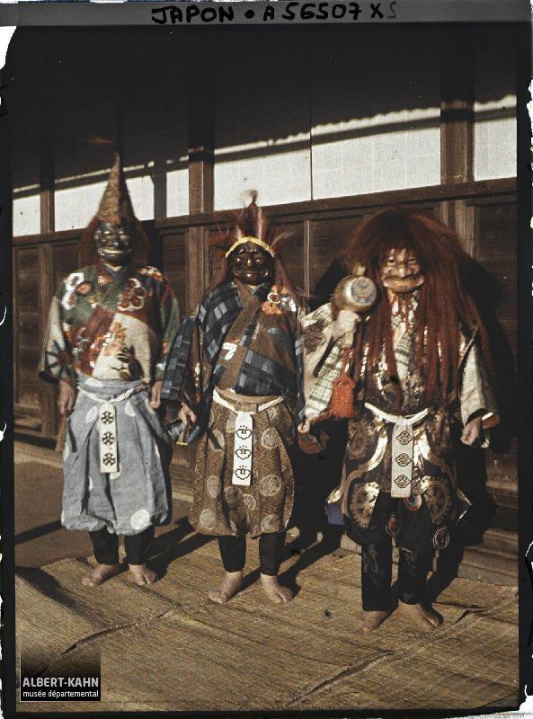 Japon, Tokyo, Costumes de Nô - différents costumes employés dans le classique Nô