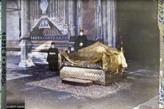 Turquie, Constantinople , Fête de l'investiture du Calife, Palais de Top Kapou - Le Chef des Eunuques blancs et le trône du Sultan Selim 1er