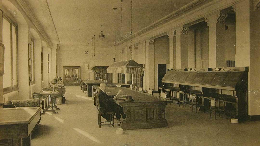 Una sala de la biblioteca