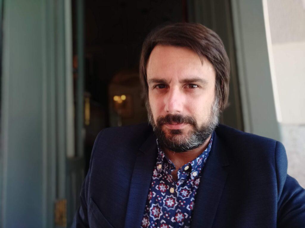 """Daniel Bernabé presenta el libro """"La distancia del presente"""" en el CBA."""