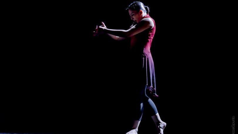 Mujer de pie: Sara Cano Compañía de Danza