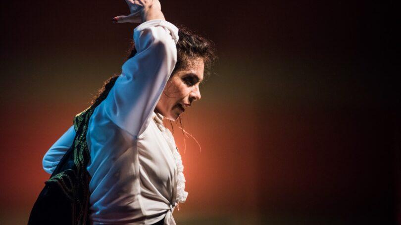 Bailaoras: Compañía Flamenca María Juncal