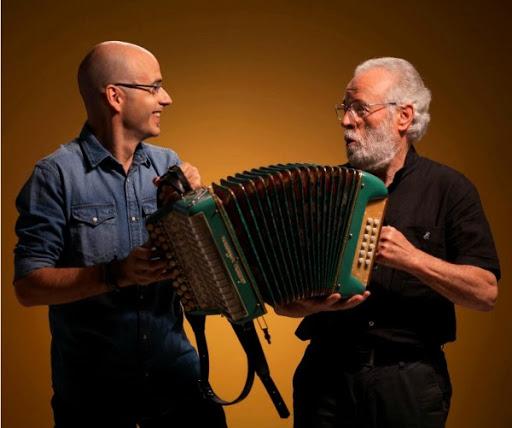 """Agus Barandiaran participa en el ciclo de encuentros de música tradicional """"Volando de raíz"""" del CBA."""